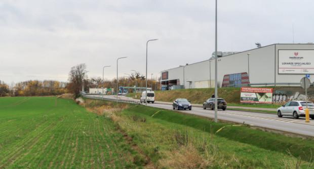 Parking powstanie w okolicy ul. Derdowskiego w Kosakowie. Umożliwi przesiadkę pasażerom planowanej linii kolejowej.