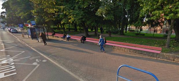 Ławka na przystanku ma mieć 24 metry długości.