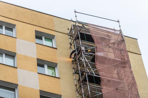 Remont balkonów bloku przy ul. Wielkokackiej 16 zajmie kilka tygodni.