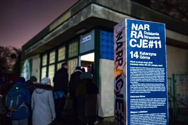 Festiwal Narracje od 2009 roku eksploruje miejskie wątki i historie. Za pomocą różnych mediów - od intymnych performansów po wielkoformatowe projekcje wideo - polscy i zagraniczni artyści nadają dobrze znanym dzielnicom Gdańska nowy kontekst. Każdego roku festiwal organizowany jest późną jesienią, dostarczając pretekstu, aby w dwa listopadowe wieczory wyjść z domu i odkrywać miasto.