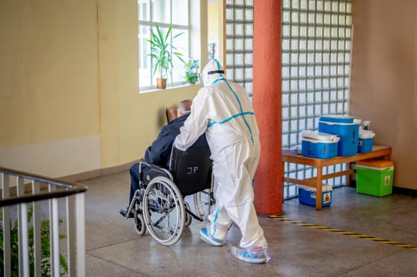 Czy osoby, które mają za sobą zakażenie SARS-CoV-2, mogą zachorować na COVID-19 ponownie? To nie jest wykluczone, jednak badania amerykańskich naukowców napawają optymizmem. Na zdj. Wojewódzki Szpital Zakaźny w Gdańsku.