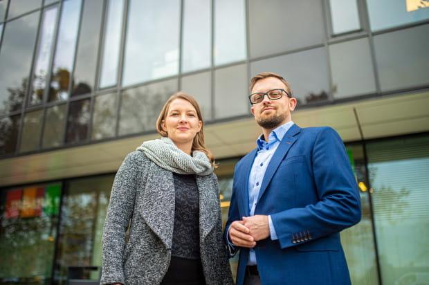 JB Solutions ma klientów w całej Polsce, a nawet na świecie. Obsługuje kilkaset firm w zakresie polskiej lub brytyjskiej księgowości i kadr oraz klientów ze Szwecji, Norwegii, Niemiec, Hiszpanii, Belgii, Holandii, Ukrainy czy USA.