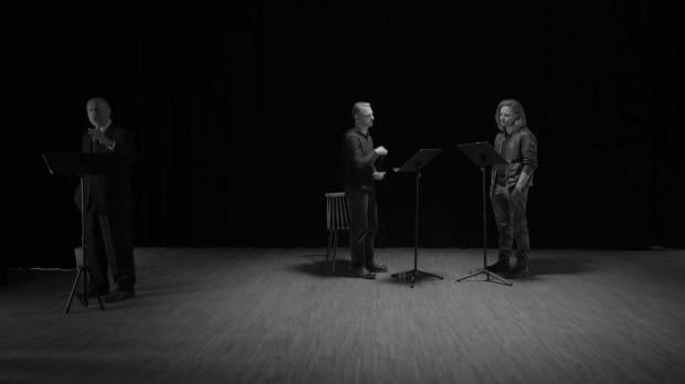 """Minimalistyczny, ascetyczny, trudny w odbiorze czarno-biały """"Henryk V"""" 20 listopada zainaugurował wyjątkowy 24. Festiwal Szekspirowski, który w całości odbywa się online."""