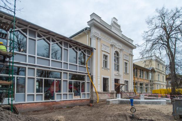 Remont Domu Zdrojowego w Brzeźnie i jego adaptacja na centrum edukacyjne ma się zakończyć w ciągu kilku miesięcy.