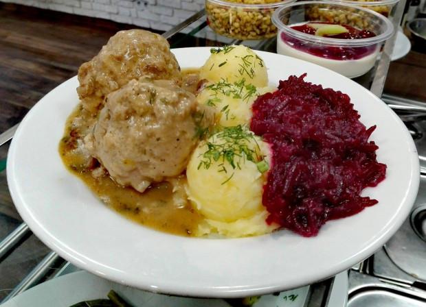 Wiele osób zamawia obecnie tradycyjne dania kuchni polskiej w opcji na wynos.
