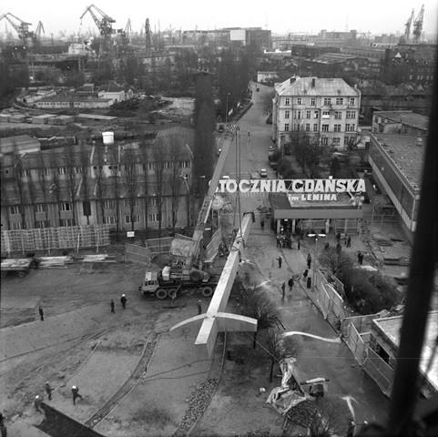 Zdjęcie z budowy Pomnika Poległych Stoczniowców 1970. Rok 1980.