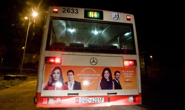 Kierowca nocnego autobusu zatrzymał pijanego mężczyznę, który siedział za kierownicą. Zdjęcie ilustracyjne.