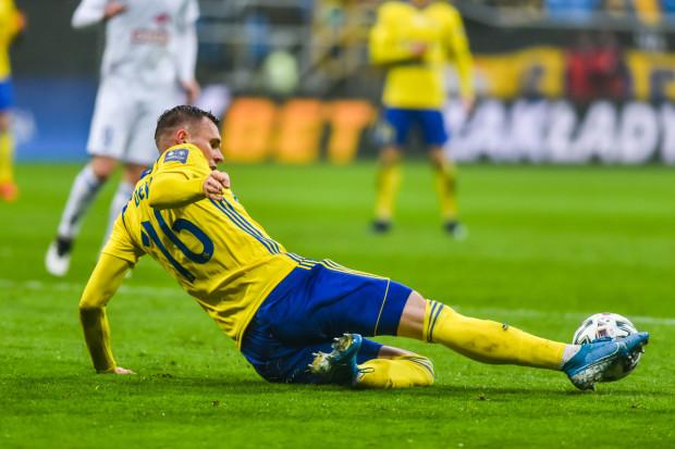 Adam Deja przez miesiąc leczył kontuzję, ale nie zapomniał jak mocno strzelić z dystansu. To jego gol był ozdobą meczu Apklan Resovia - Arka Gdynia 1:2.