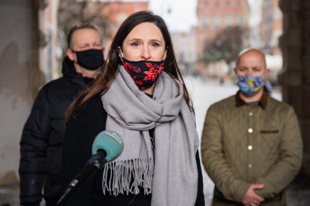 - Nie zgadzamy się na taki sposób traktowania społeczników skupionych w  radach dzielnic i na taki sposób stanowienia prawa w mieście - mówiła Halina Królczyk, przewodnicząca zarządu dzielnicy Wrzeszcz Dolny.