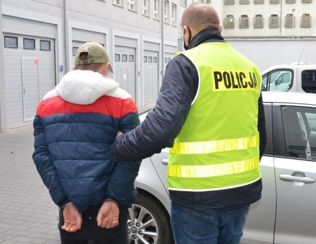 Policjanci zatrzymali 19-latka.