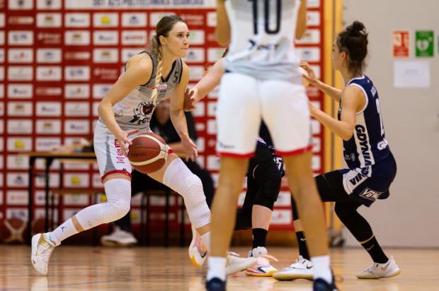 W tym tygodniu trójmiejskie koszykarki w Energa Basket Lidze Kobiet rozegrają cztery spotkania. Zaległy mecz we wtorek czeka DGT AZS Politechnikę. Na zdjęciu Jowita Ossowska.