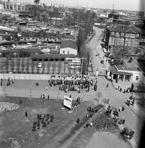 Tak wyglądała Brama nr 2 Stoczni Gdańskiej przed przebudową w 1974 r.