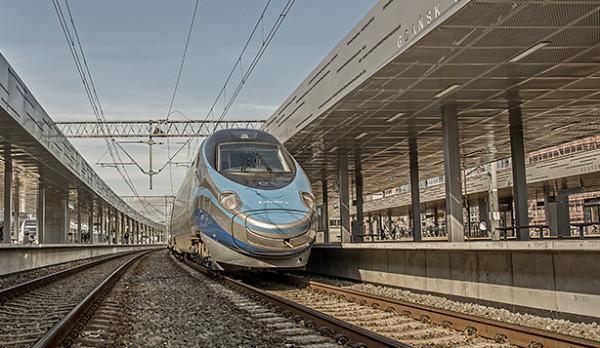 Składy pendolino mogą rozpędzić się między Gdańskiem a Warszawą do 200 km/h. Od grudnia podróż do stolicy zajmie także mniej czasu.