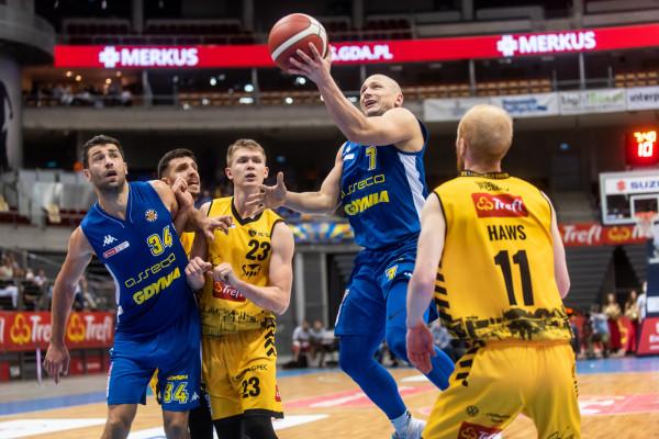 Trefl Sopot był związany z firmą Colo od 2018 roku. Natomiast Kappa na uniformach Asseco Arki Gdynia widniała od 2019 roku.