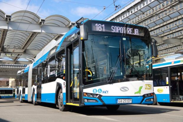 Linią 181 można dojechać z Gdyni do Sopotu.