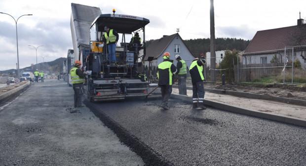 Przy okazji budowy tunelu pod torami SKM kierowcy otrzymają też kilkaset metrów nowej nawierzchni drogi.