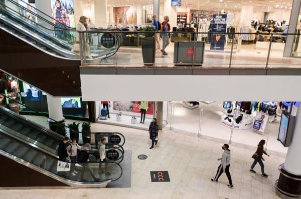 Tuż przed ogłoszeniem obostrzeń w handlu w centrach handlowych nie było tłumów. Jak będzie w najbliższą sobotę, gdy obiekty ponownie zostaną otwarte?