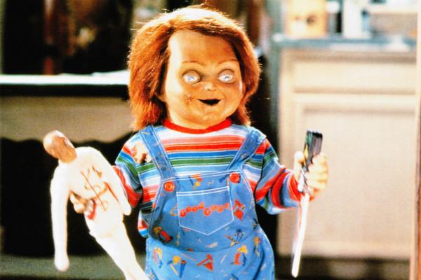 Chucky doczekał się kilku sequeli i rebootów, lecz do dziś największe wrażenie, nie tylko na młodych widzach, wywołuje oryginał z 1988 roku.