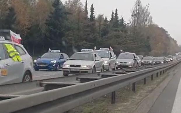 Taksówkarze zablokowali sporą część Gdańska, w tym m.in. obwodnicę.