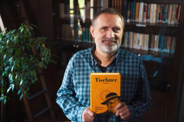 """Wojciech Bonowicz jest poetą, publicystą i felietonistą. Napisał m.in. bestsellerową biografię """"Tischner"""", """"Dziennik końca świata"""", książki dla dzieci, rozmowy z Michałem Hellerem i Wojciechem Waglewskim, a także siedem tomów poetyckich."""