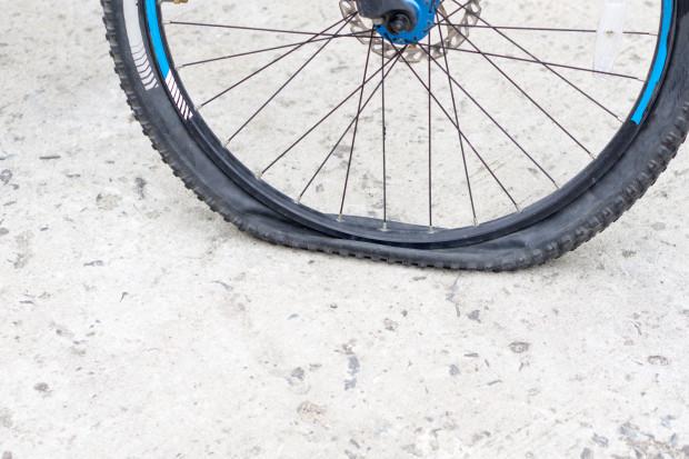 Twój rower nie jedzie? Przyczyna może tkwić w oczywistych lub całkiem niespodziewanych elementach.