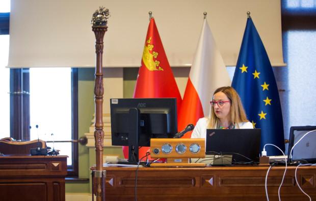 Na sali obrad obecna była tylko przewodnicząca Agnieszka Owczarczak. Listopadowa sesja odbywała się w formule zdalnej.