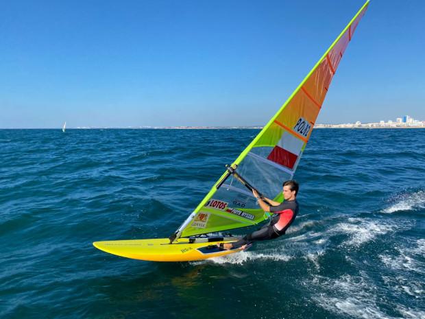 Piotr Myszka z powodu kontuzji żeber musiał wycofać się z mistrzostw Europy w klasie RS:X w windsurfingu.