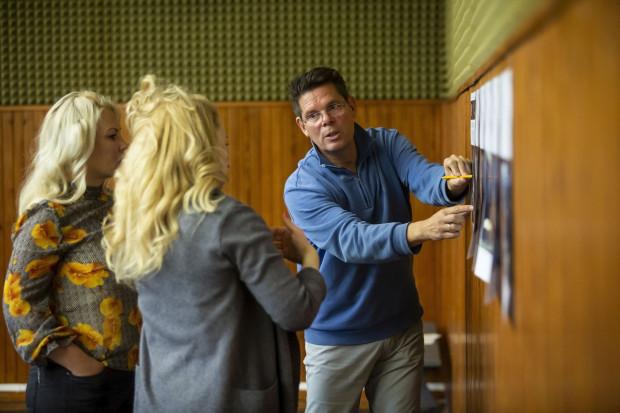 """Zdjęcia z prób do """"Fidelia"""". Michael Sturm (reżyser), Katarzyna Wietrzny i Elena Aleksejewna Tchesnokova."""