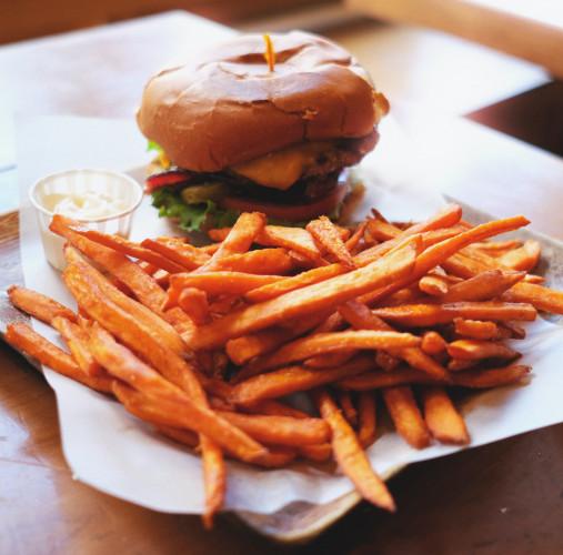 Frytki to jedno z najpopularniejszych dań na świecie. Można je zjadać jako osobne danie lub dodatek do innych potraw.
