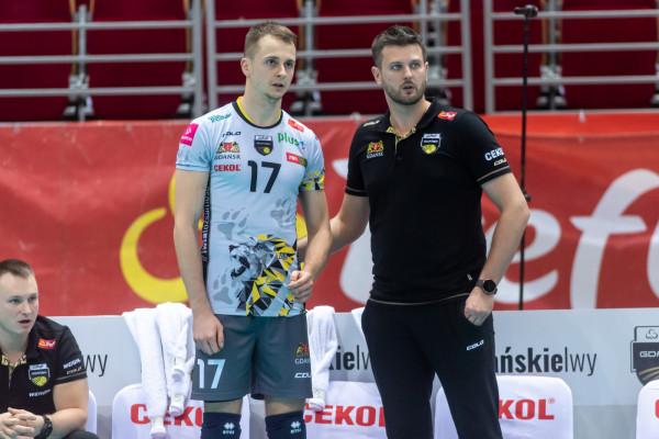 Bartłomiej Mordyl (z lewej) rozgrywa trzeci sezon w Treflu Gdańsk. Jednak to pod okiem trenera Michała Winiarskiego (z prawej) wykonał największy progres.
