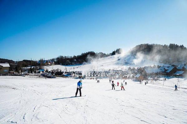 Na takie widoki na stokach narciarskich trzeba jeszcze poczekać.