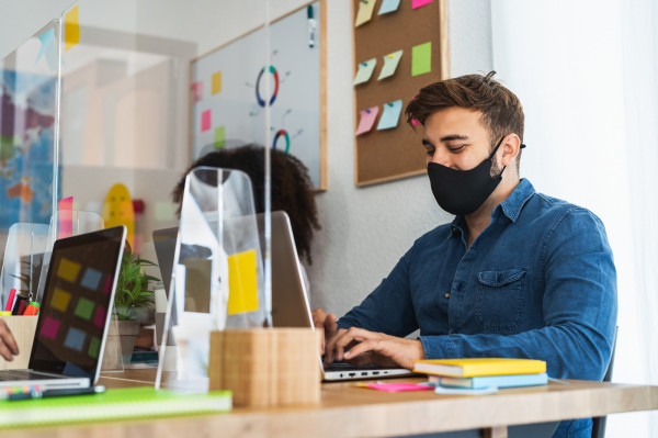 Na razie nakaz zakrywani nosa i ust w pracy obowiązuje do 27 grudnia.