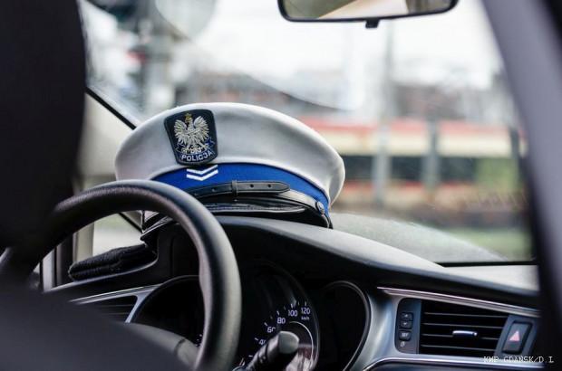 Świadek przekazał zatrzymanego 26-latka policjantom z gdańskiej drogówki.