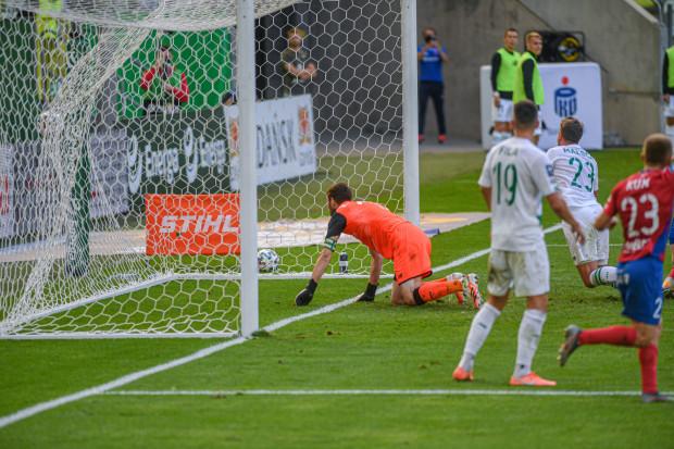 W tym sezonie Lechia Gdańsk niespodziewanie szybko traci gole i w większości spotkań jako pierwsza drużyna inkasuje bramkę. Całe szczęście, że losy połowy z takich meczów potrafiła odwrócić.