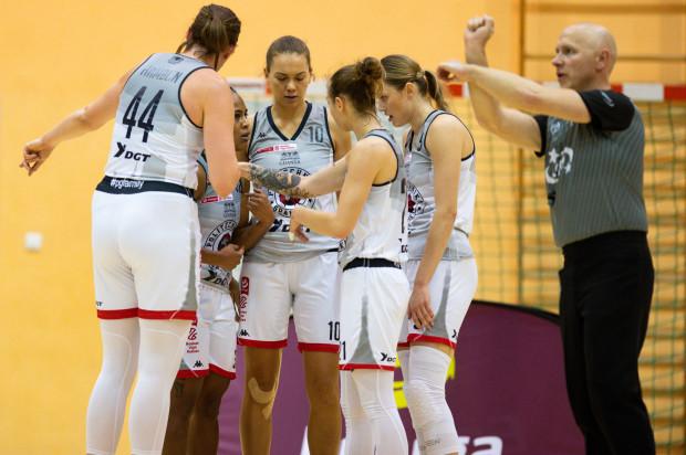 Aż pięć koszykarek DG AZS Poliechnika Gdańsk w meczu z Energą Toruń zaliczyło dwucyfrową zdobycz punktową, a Katarynie Rymarenko (nr 10) ylko jednej zbiórki zabrakło do double-double.