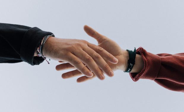 """""""Pomaganie innym to także pomoc samemu sobie"""" - mówią psycholodzy."""