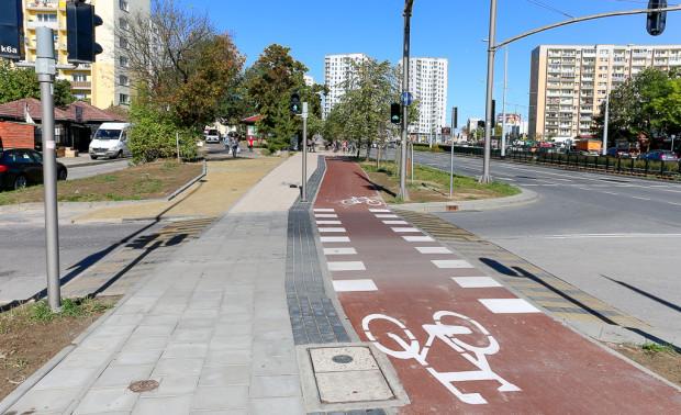Dokument przygotowany przez OMGGS powinien przyczynić się do ujednolicenia standardów budowy dróg rowerowych. Na zdjęciu preferowane rozwiązanie w zakresie przejazdów rowerowych (i przejść dla pieszych) przez ulice o lokalnym znaczeniu.