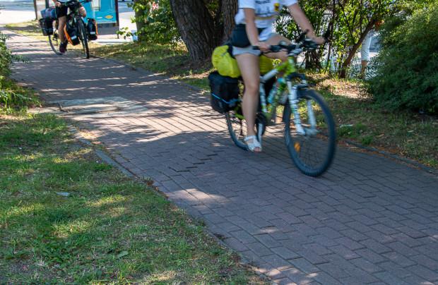 Preferowaną nawierzchnią dróg rowerowych powinien być asfalt lub beton. Kostkę należy stosować jedynie w wyjątkowych sytuacjach np. strefach spowolnionego ruchu.