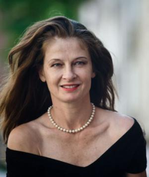 """Beata Poźniak w połowie lat 80. wyjechała do USA, gdzie zagrała w kilkudziesięciu filmach i serialach. Jej największym artystycznym dokonaniem jest występ w filmie """"JFK""""."""