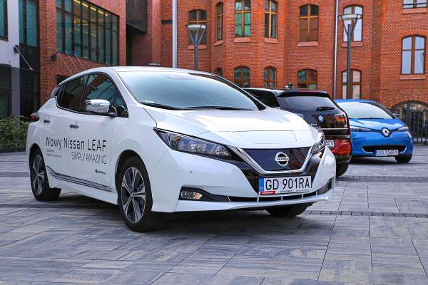 """Najkorzystniejsze oferty złożyli dealerzy Nissana. Flagowym """"elektrykiem"""" japońskiego producenta jest Leaf."""