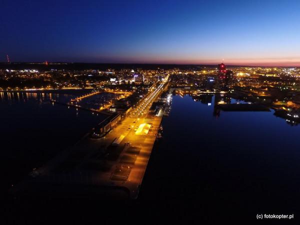O godz. 17 we wtorek zgaśnie na godzinę oświetlenie skweru Kościuszki, molo południowego i al. Jana Pawła II w Gdyni.