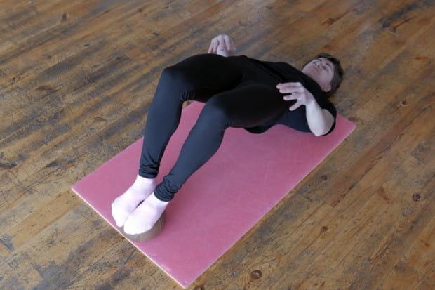 Mostek to zapewne znane każdemu ćwiczenie wzmacniające mięśnie nóg.