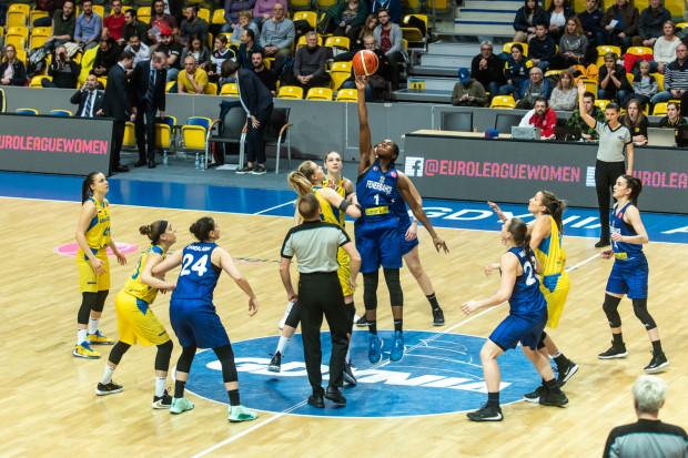 W ubiegłym sezonie koszykarki Arki Gdynia nie potrafiły pokonać Fenerbahce Stambuł w fazie grupowej Euroligi. U siebie przegrały 50:82, a na wyjeździe 48:68. W czwartek będzie okazja do rewanżu, bo oba zespoły znów trafiły na siebie w grupie.