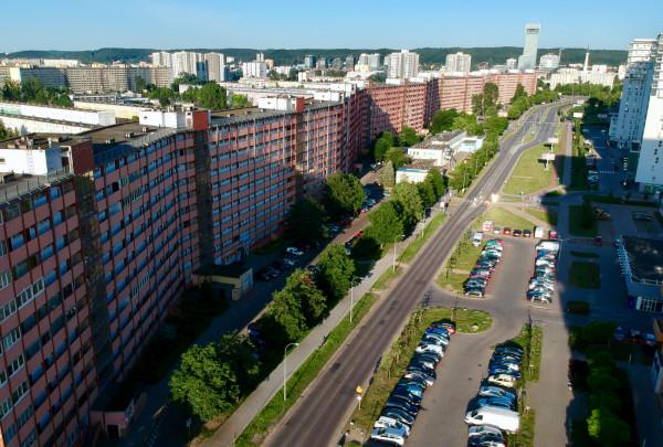 Falowiec przy ul. Obrońców Wybrzeża mierzy 860 metrów długości.