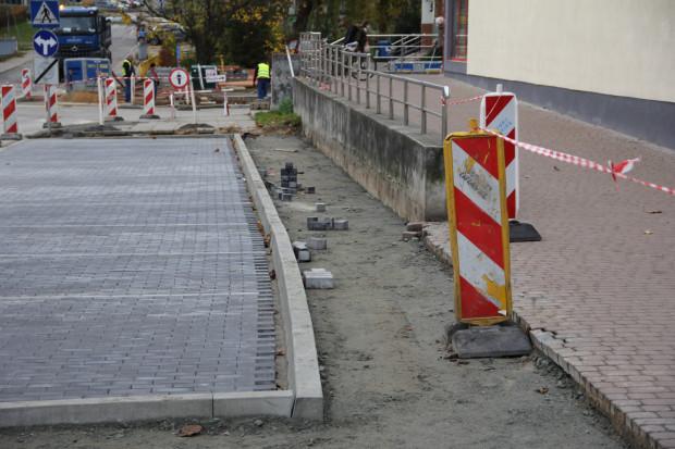 Na chodniku o szerokości 120 cm z trudem miną się dwie osoby. Został on wykonany niezgodnie z projektem przebudowy ulicy - przekonuje radny dzielnicy Wrzeszcz Górny.
