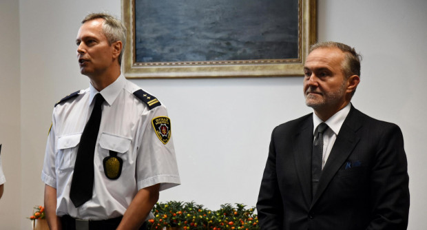 Dariusz Wiśniewski był komendantem straży miejskiej od 15 lat. Na zdjęciu obok prezydenta podczas podsumowania pracy strażników w 2018 roku.