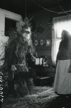 Nuuttipukki, czyli postać z wierzeń Fińskich. Fotografia została wykonana w 1926.