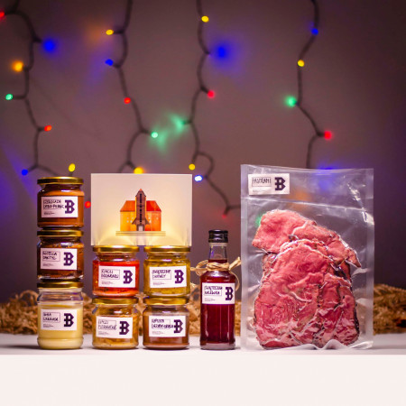 Klatka B w zestawach prezentowych łączy mięsa i słodkości.