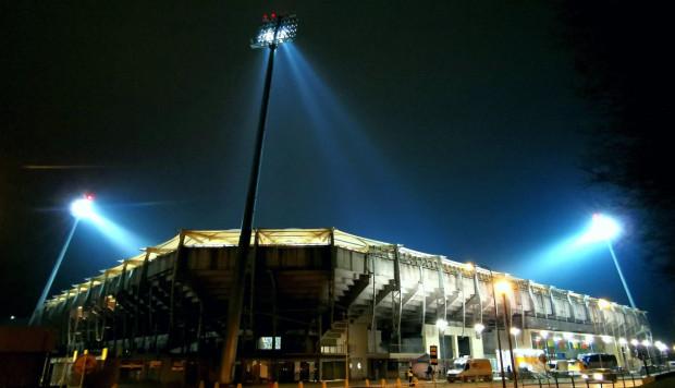 Poza boiskiem obiekt był przygotowany do gry w środowy wieczór.