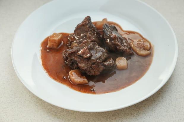 Wołowina po burgundzku z restauracji Winne Grono.